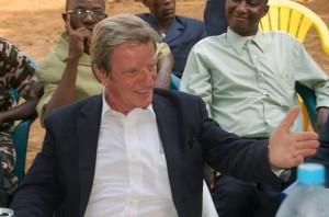 Bernard Kouchner, ami d'Alpha Condé (Guinée), dans sa seconde vie comme un pacha à Coléah, banlieue de Conakry