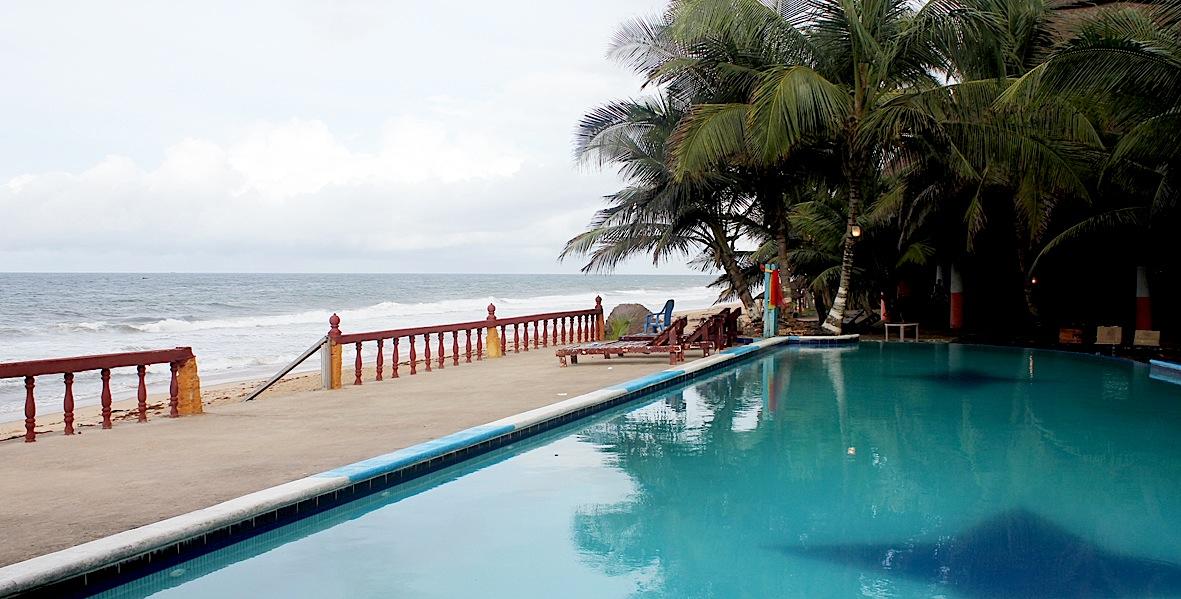 Hôtel Tereso, la piscine, le chapiteau restaurant et la plage à perte de vue