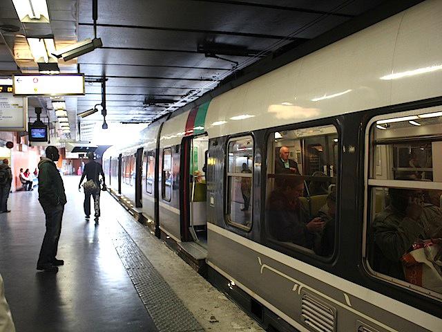 RER B Quai Denfert-Rochereau, direction Roissy Charles de Gaulle