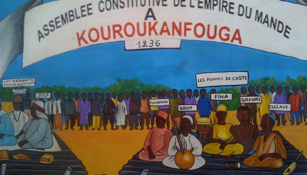 Assemblée constitutive de l'empire du Mali dirigée par Soundjata. Sur le banc des accusés, griots, forgeron, fins, garanké sont réduits en hommes de caste ou esclave à vie. Source Wikipédia Commons