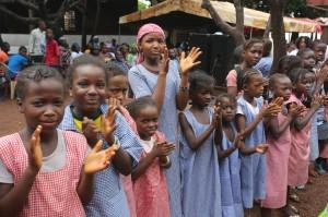 Jeunes écolières en Guinée. Crédit photo : Unicef
