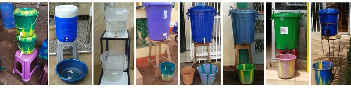 Ebola : Dispositifs de désinfection des mains dans des bassines d'eau chlorée en Guinée